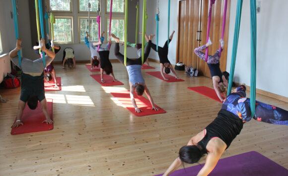 Aerial Flow Yoga Workshop am 2. Oktober, 11 – 13 Uhr